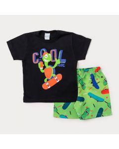 Conjunto Masculino Infantil Bermuda Verde Estampada e Camiseta Preta Tartaruga