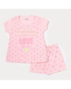 Pijama Curto Infantil Feminino Camiseta e Short Rosa com Estampa de Coração